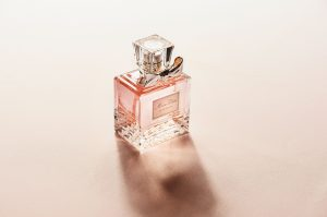 ¿Como se hacen los perfumes?